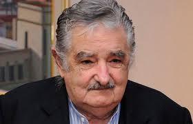 Mujica dice que relación con Argentina está atascada y le acusa de contaminar