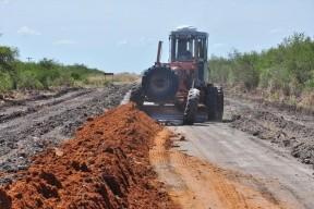 Enripian rutas y construyen puentes en zona productiva del departamento Federal