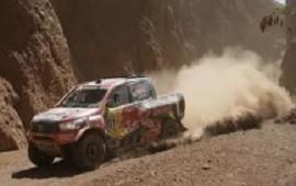 El ex campeón Nasser Al-Attiyah abandonó el Dakar