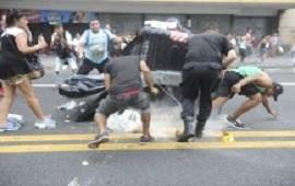 Un grupo de manteros volvió a cortar la avenida Pueyrredón en Once: hubo incidentes y detenidos