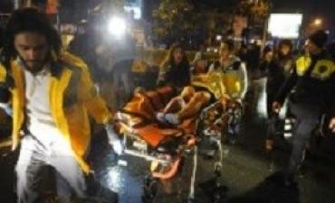Un sangriento atentado contra un boliche en Estambul dejó al menos 39 muertes y 69 heridos