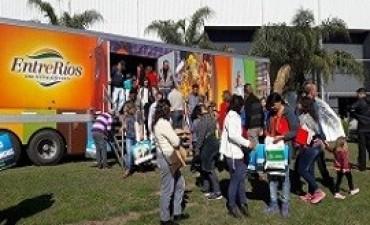El camión de promoción de la provincia recorre fiestas populares difundiendo los atractivos turísticos