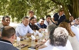 18/01/2018: Mauricio Macri comió un asado en el Mercado Central