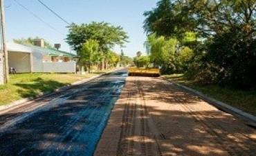 18/01/2018: Colocan riego asfáltico en Aldea Brasilera y Grapschental