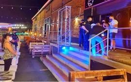 08/01/2021: En la primera noche de la restricción nocturna se clausuró una cervecería y retuvieron vehículos