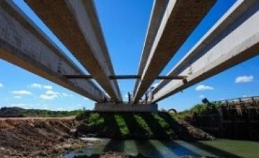 LLega casi al 50 por ciento la construcción del puente de 60 metros sobre el arroyo San Antonio