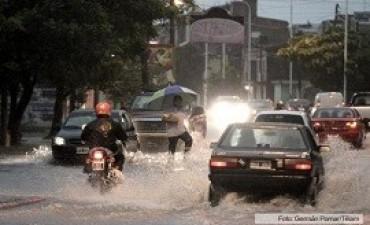 temporal Fuertes tormentas en la ciudad de Corrientes: anegamientos, cortes de luz y transporte público paralizado