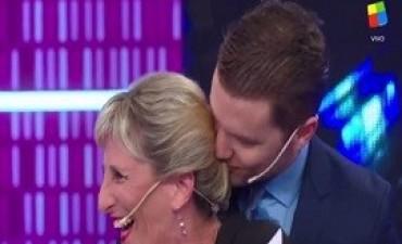 El desopilante beso de Santiago del Moro a Liliana Franco