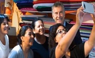 26/02/2018: Macri visitó a 4 hermanas que tienen un emprendimiento comercial en General Rodríguez.
