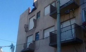 26/02/2018: Una mujer resultó herida al derrumbarse tres balcones de un edificio en Mar del Plata