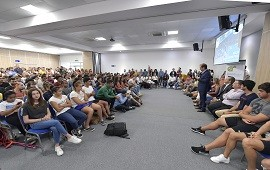11/02/2019: Más de 200 deportistas becados participaron de un encuentro con el gobernador Bordet