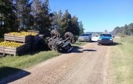 18/02/2019: Un joven resultó fracturado tras volcar el tractor que conducía