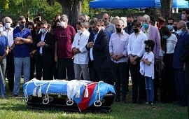 15/02/2021: Menem: inhumaron sus restos en el cementerio de San Justo