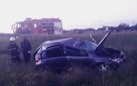 23/02/2021: Dos mujeres despistaron y volcaron el automóvil en el que viajaban por la autovía 14