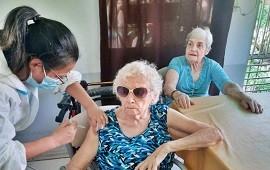 """23/02/2021: Analizan comenzar a vacunar """"de forma decreciente tomando en principio a los de mayor edad"""""""