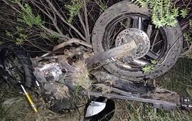 28/02/2021: Un joven motociclista terminó con graves lesiones tras colisionar con un auto
