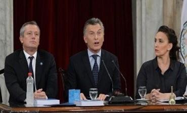 01/03/2017: INFORME DE CECILIA CAMARANO Y MARINA GIACOMETTI Macri defendió el rumbo económico y pidió ratificar el