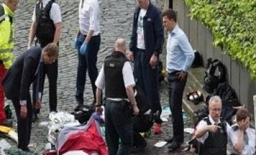 22/03/2017: Cinco muertos en un atentado del terrorismo islamista frente al parlamento británico en Londres