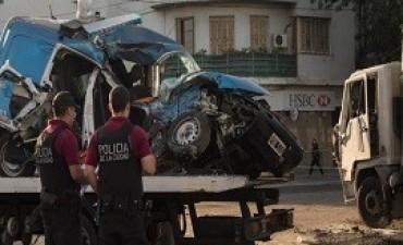 09/03/2018: Murieron dos policías en medio de una persecución al chocar con un camión en Pompeya