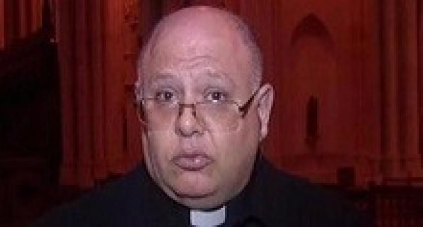 29/03/2018: Un cura agredió a una joven que festejaba su título en las puertas de la Catedral de La Plata