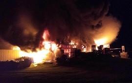 31/03/2021: Tandil: incendio arrasó con una planta de chacinados