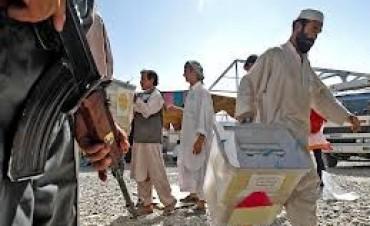 Afganistán vota un nuevo líder en medio de una ola de violencia