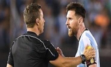 13/04/2017: La FIFA citó a Messi para que haga su descargo por insultar a árbitros