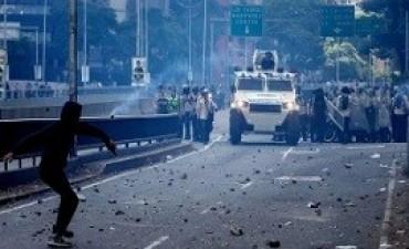 21/04/2017: Otro muerto en las protestas, según un alcalde opositor