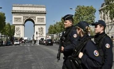 21/04/2017: A dos días de las elecciones, el miedo se apodera del país tras el ataque en París