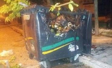 Otro contenedor de basura incendiado y ya suman 20 en poco más de un mes