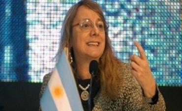 25/04/2017: ''Echar empleados públicos no lo voy a hacer jamás'', afirmó Alicia Kirchner