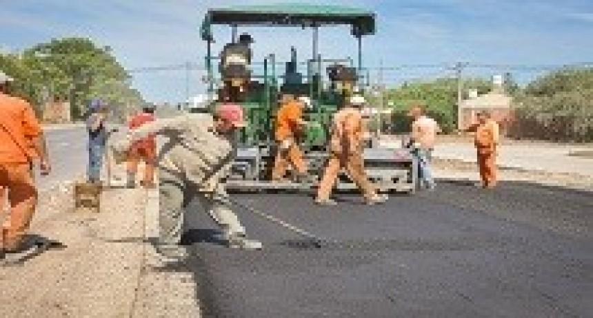 12/04/2018: Comenzaron a colocar una capa de pavimento en 600 metros de la doble vía Paraná- Oro Verde