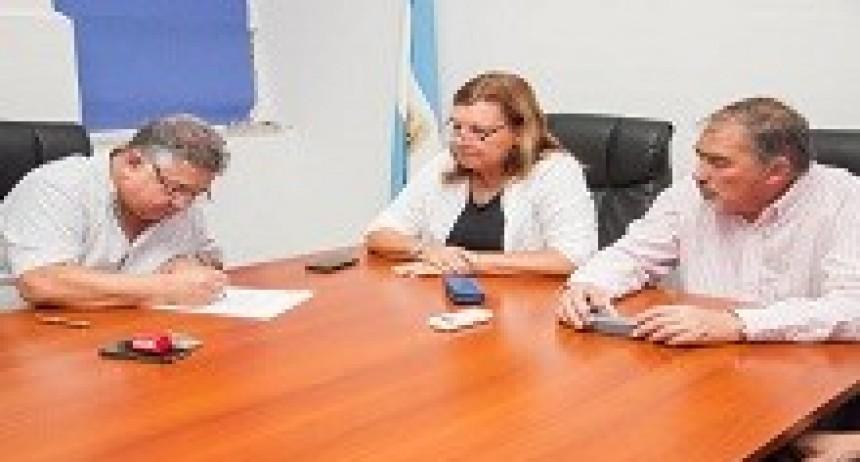 12/04/2018: Firmaron el inicio de la obra de enripiado a la escuela Nº 95 Santa María, en el departamento Nogoyá