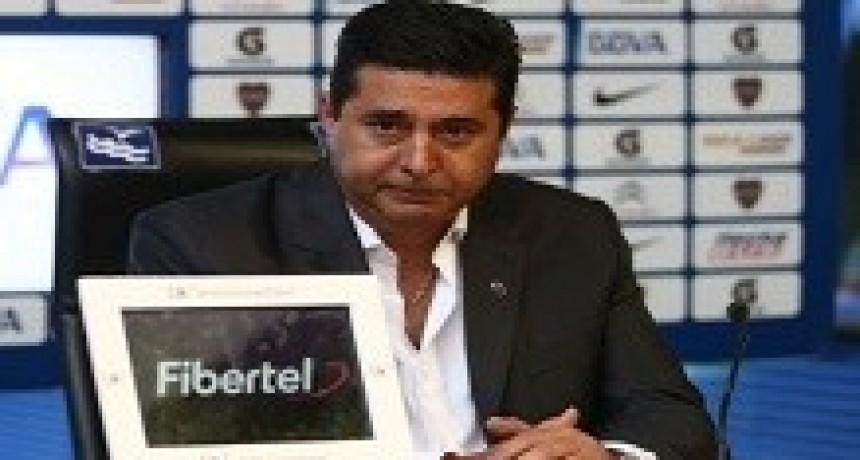 12/04/2018: Hasta Angelici pide a Armani para la Selección