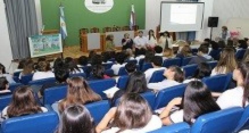 18/04/2018: Estudiantes secundarios participaron en el CGE de una charla sobre educación sexual integral