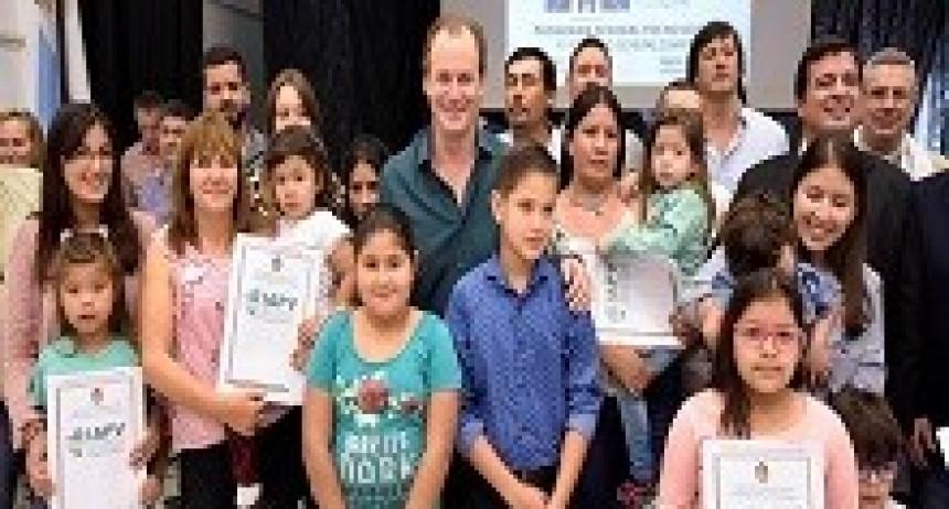 20/04/2018: El gobierno provincial licitará otras 500 viviendas con recursos propios