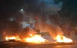 18/04/2019: Sarandí: los vecinos se hartaron de la inseguridad y cortaron las calles con fogatas para reclamar protección
