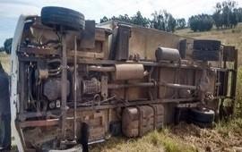 24/04/2019: Un camionero protagonizó un despiste y vuelco tras perder el control del rodado