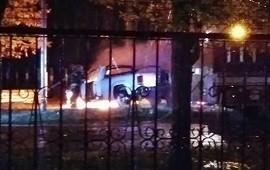 25/04/2019: Misterio en torno a una camioneta 4 x 4 que incendiaron en acceso a Concordia