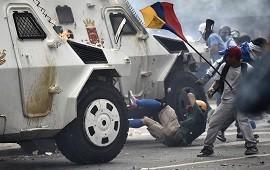 30/04/2019: El dictador Nicolás Maduro reapareció en cadena nacional y dijo que designó a tres fiscales especiales para investigar el levantamiento en su contra