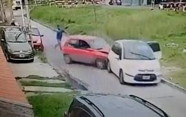 19/04/2021: Lanús: chocó el auto de los ladrones y terminaron a piñas