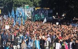 25/05/2018: Sectores opositores y actores marcharon al obelisco y leyeron un documento crítico al Gobierno