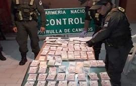 05/05/2019: En bolsos y mochilas trasladaban una millonaria suma de dinero por la Autovía 14