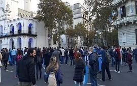 25/05/2020: Protesta frente al Cabildo en rechazo a la cuarentena