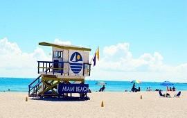 02/05/2021: En Miami, vacunan gratis en supermercados y en la playa