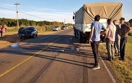 03/05/2021: Al menos dos personas hospitalizadas luego de un fuerte impacto entre un camión y un auto
