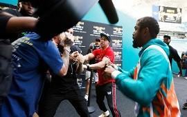 07/05/2021: Escándalo en Miami: Floyd Mayweather a los golpes con Jake Paul por una gorra