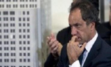 Carrió denunció a Scioli por defraudación a la administración y lavado