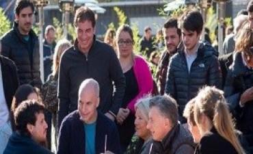 10/06/2017: Macri, Carrió y Larreta de recorrida por Caballito: