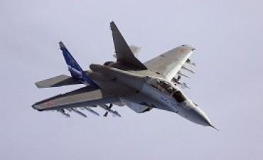 Vladimir Putin presentó el caza MiG-35, el avión militar